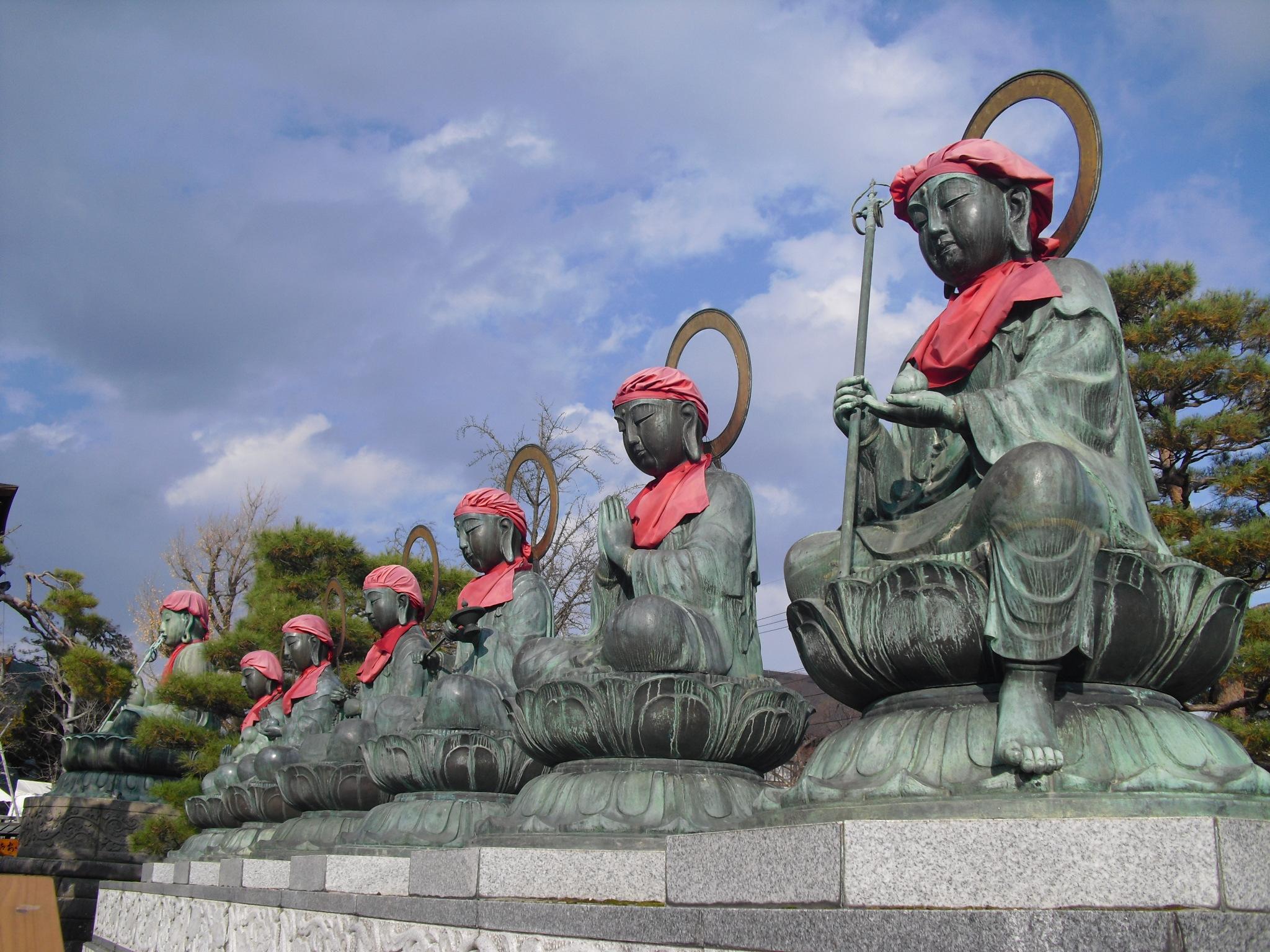 Statues / Zenko-ji